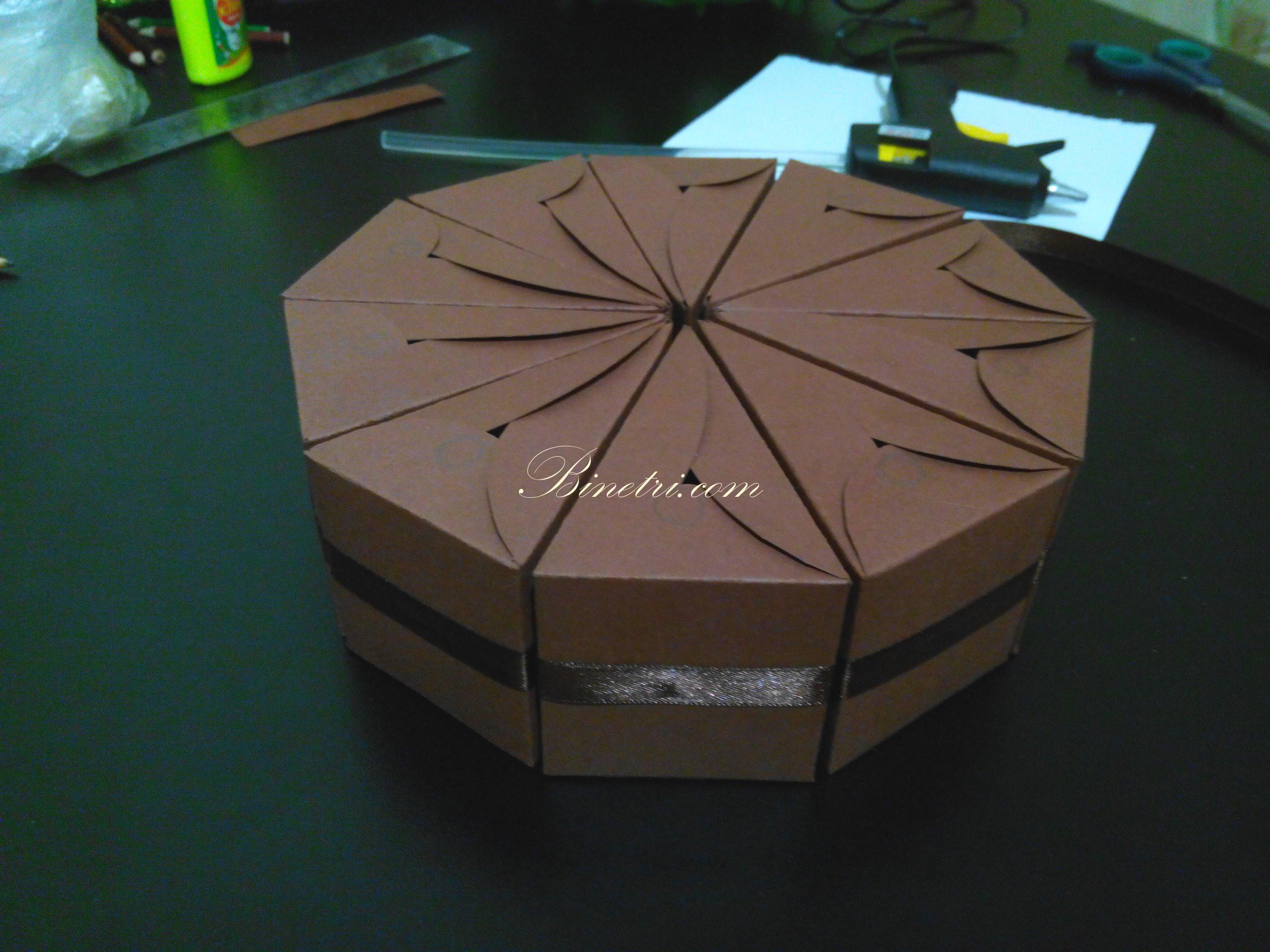 Торт из бумаги и картона с пожеланиями и сюрпризом своими